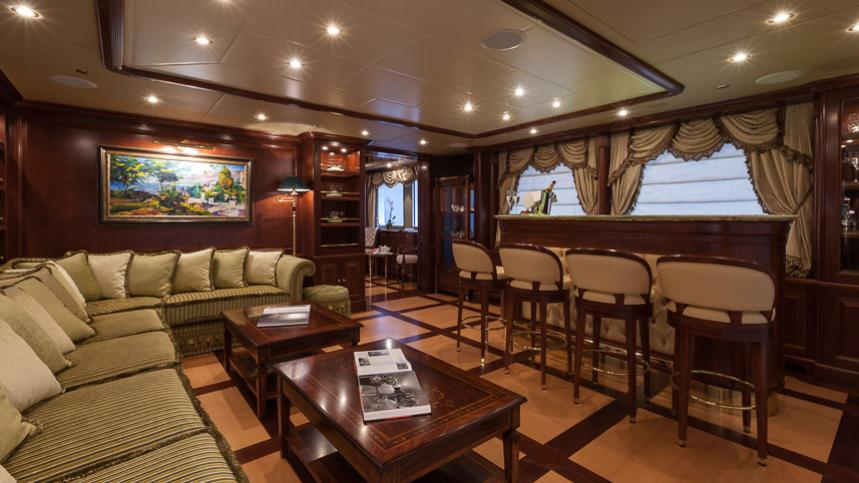 pride-yacht-loung