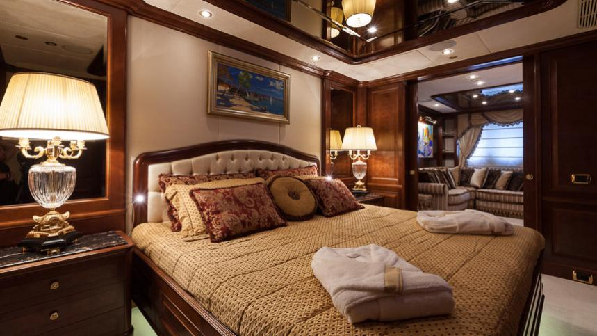 pride-yacht-double-cabin