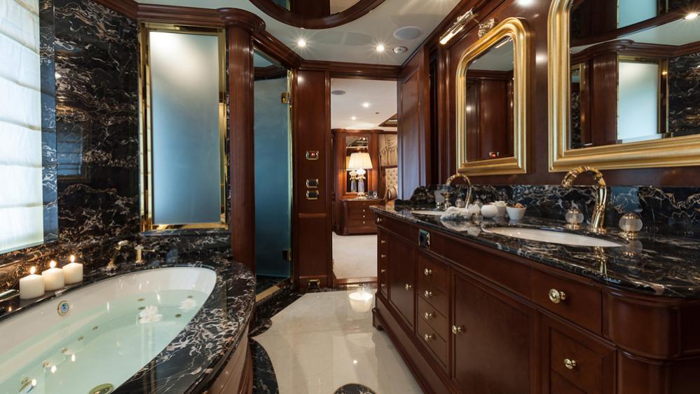 pride-yacht-master-bathroom