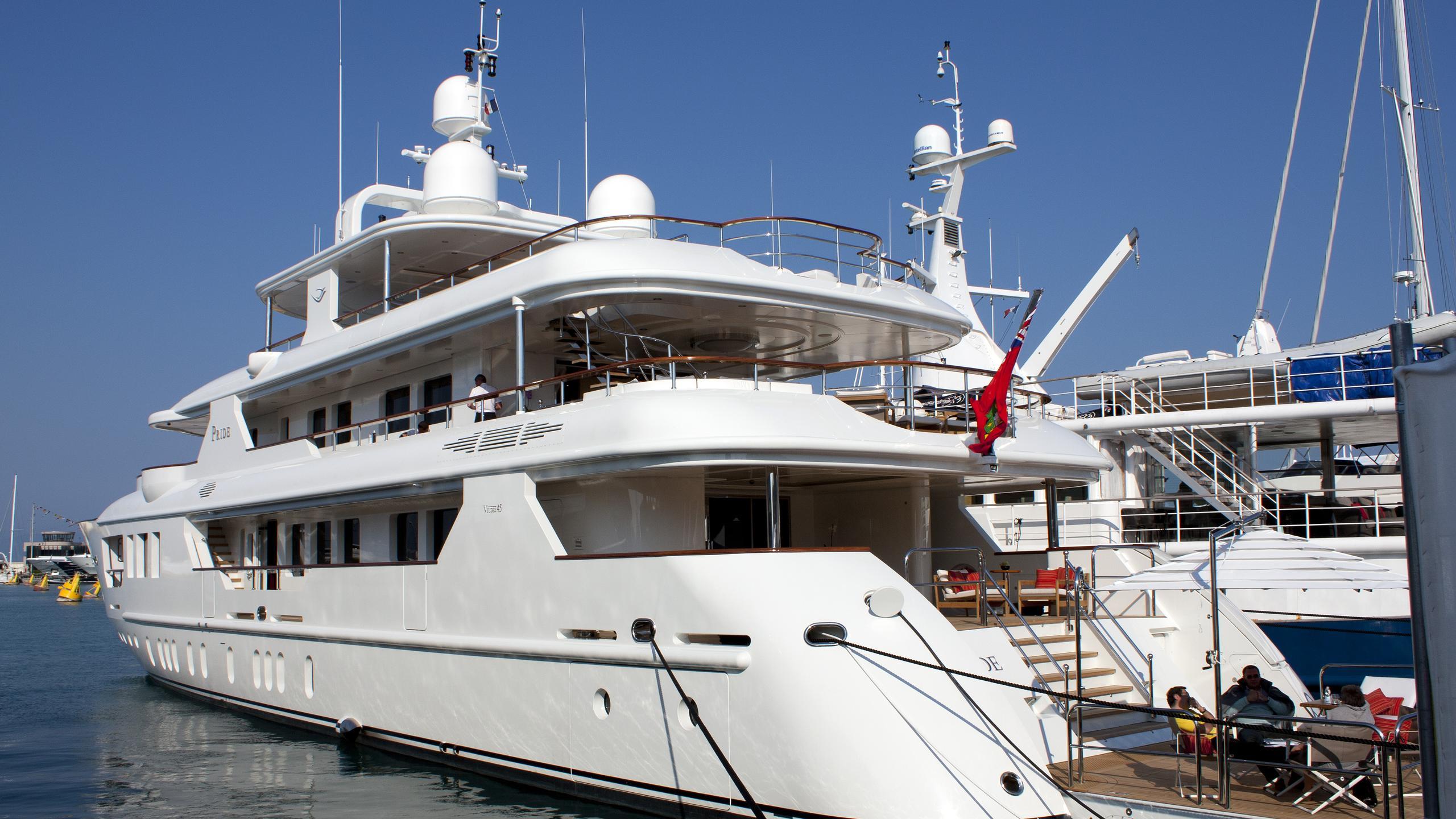pride-yacht-exterior