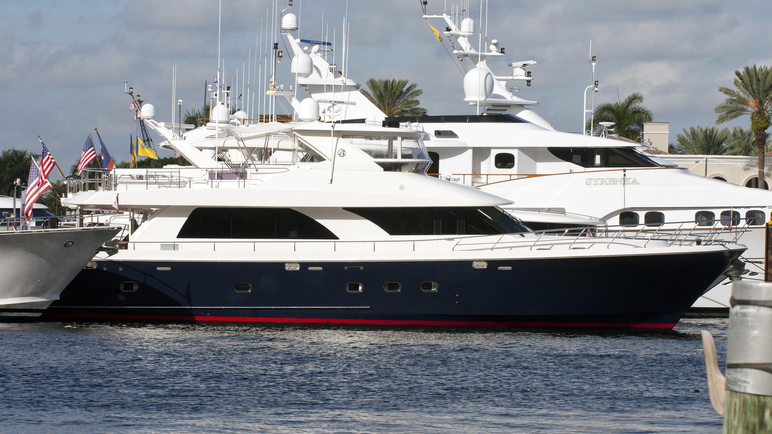 vitamin-sea-yacht-exterior
