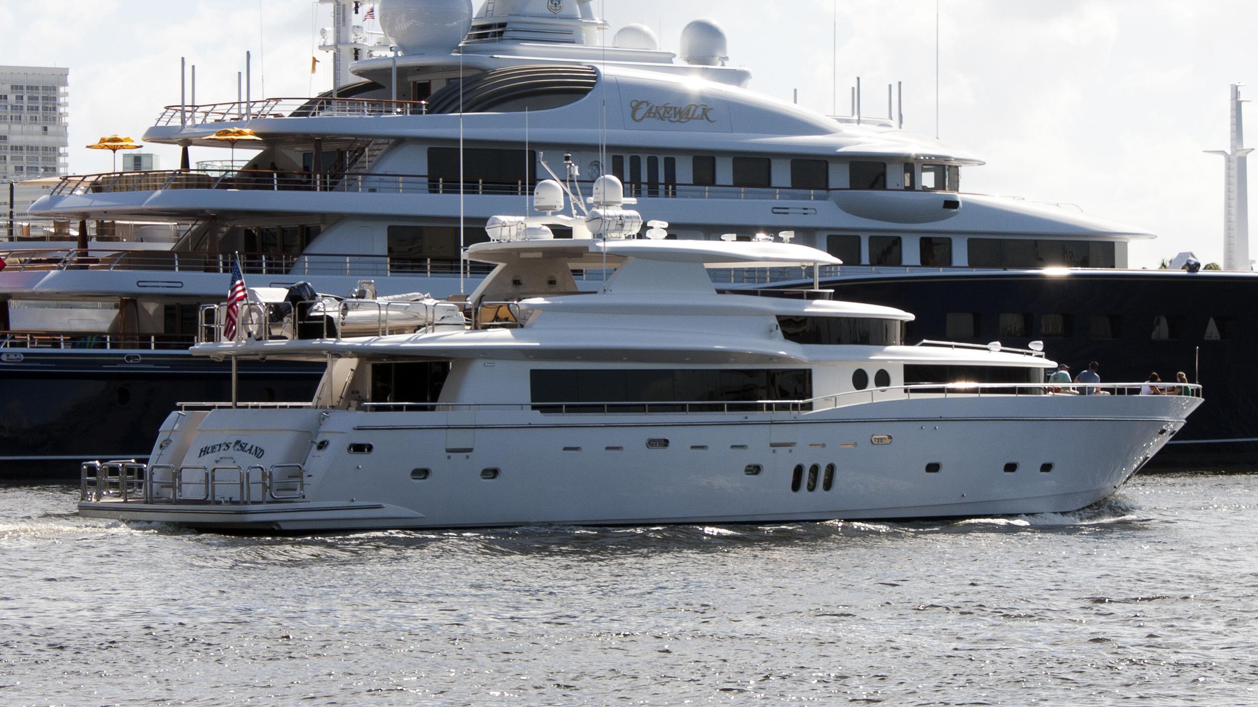julia-dorothy-yacht-exterior