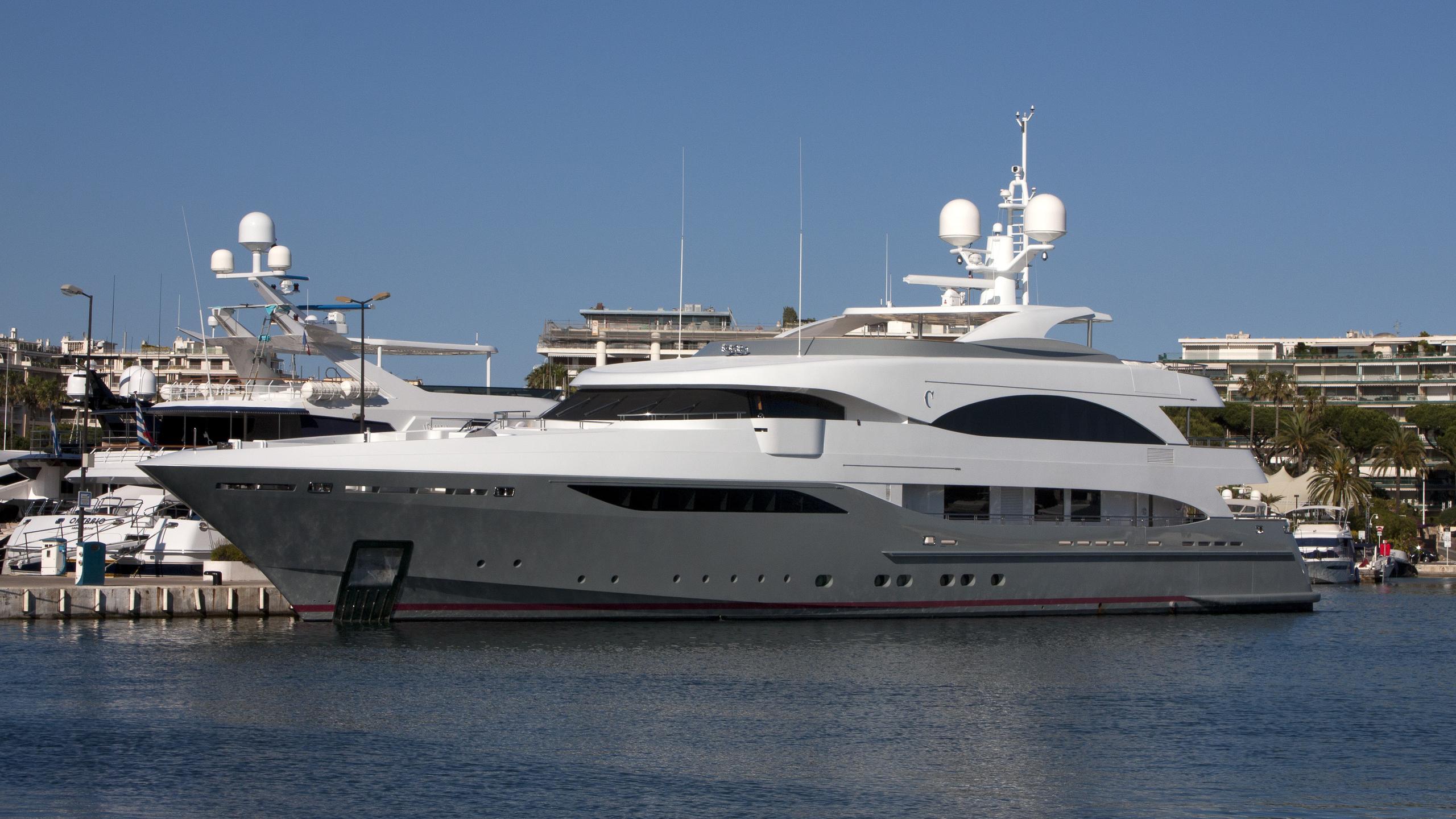prima-yacht-exterior