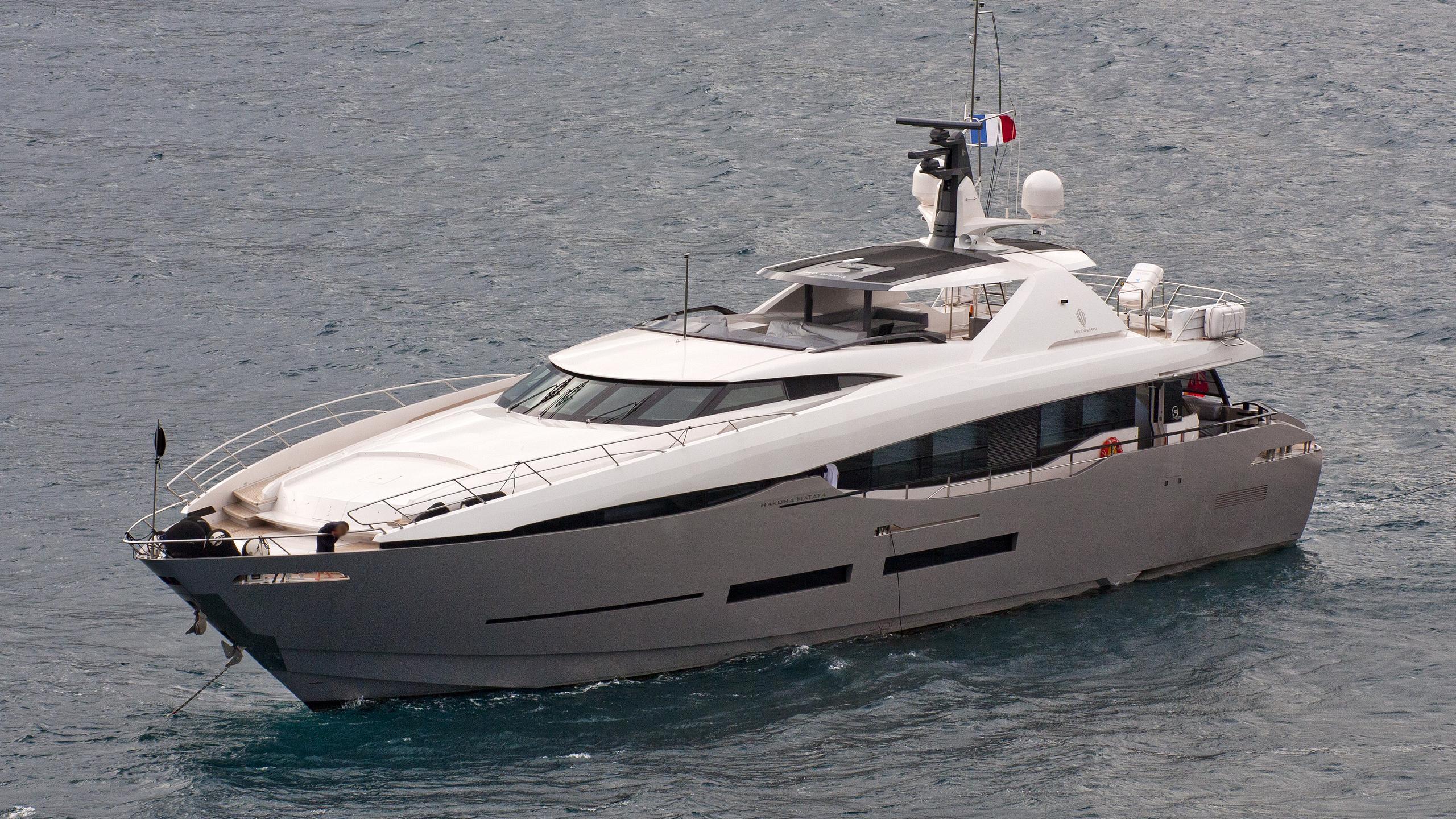 hakuna-matata-motoryacht-peri-yachts-2011-38m-half-profile