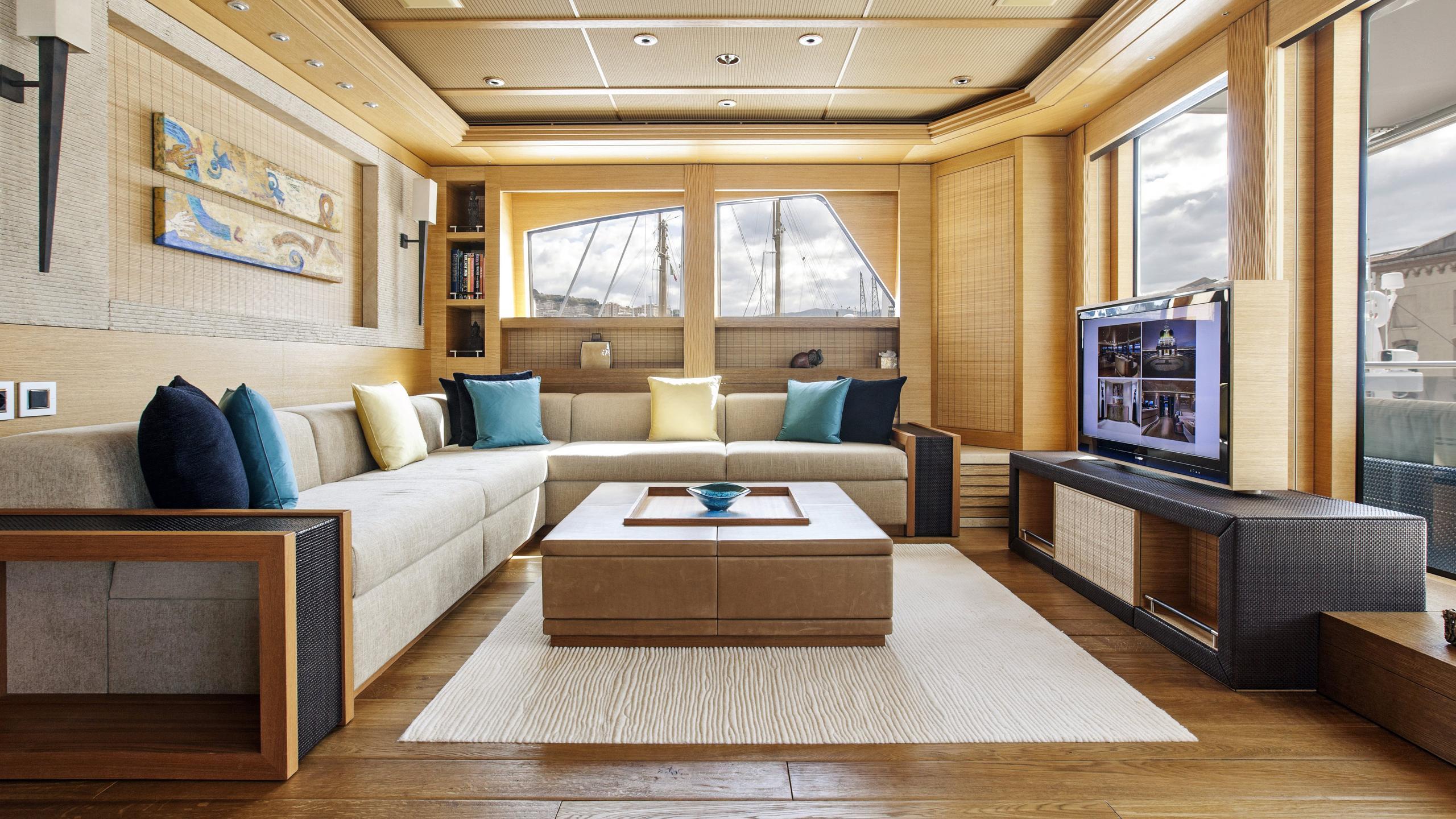 naia-yacht-lounge