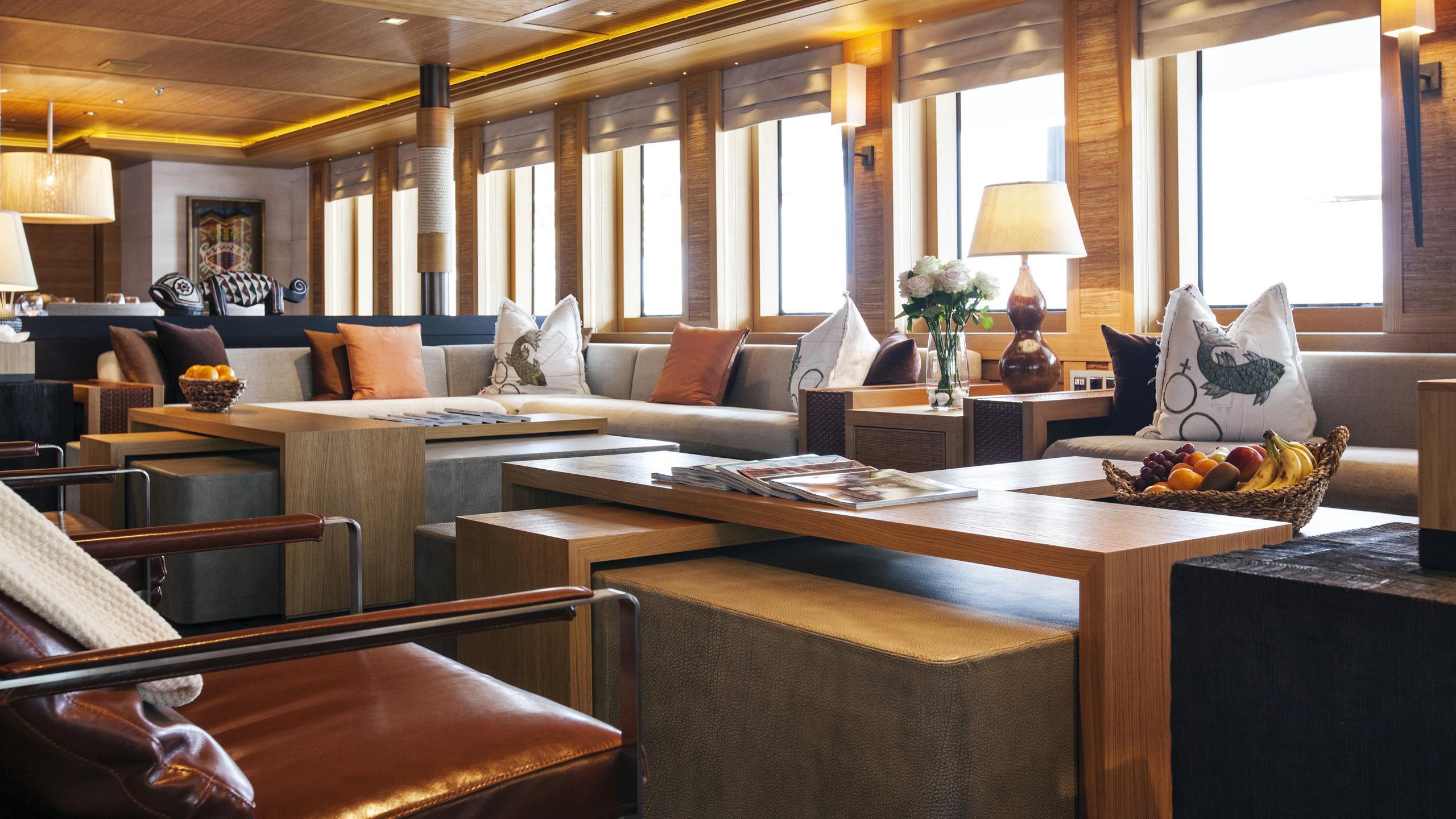 naia-yacht-saloon