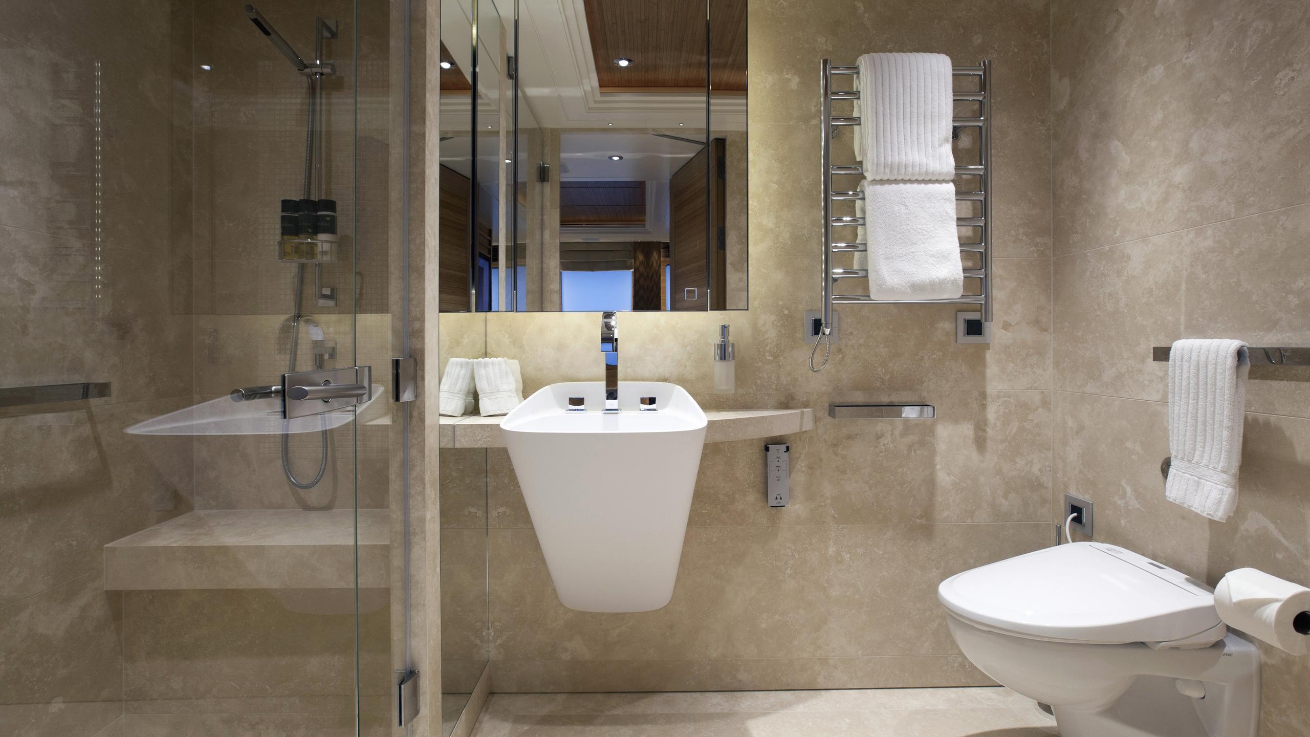 naia-yacht-bathroom