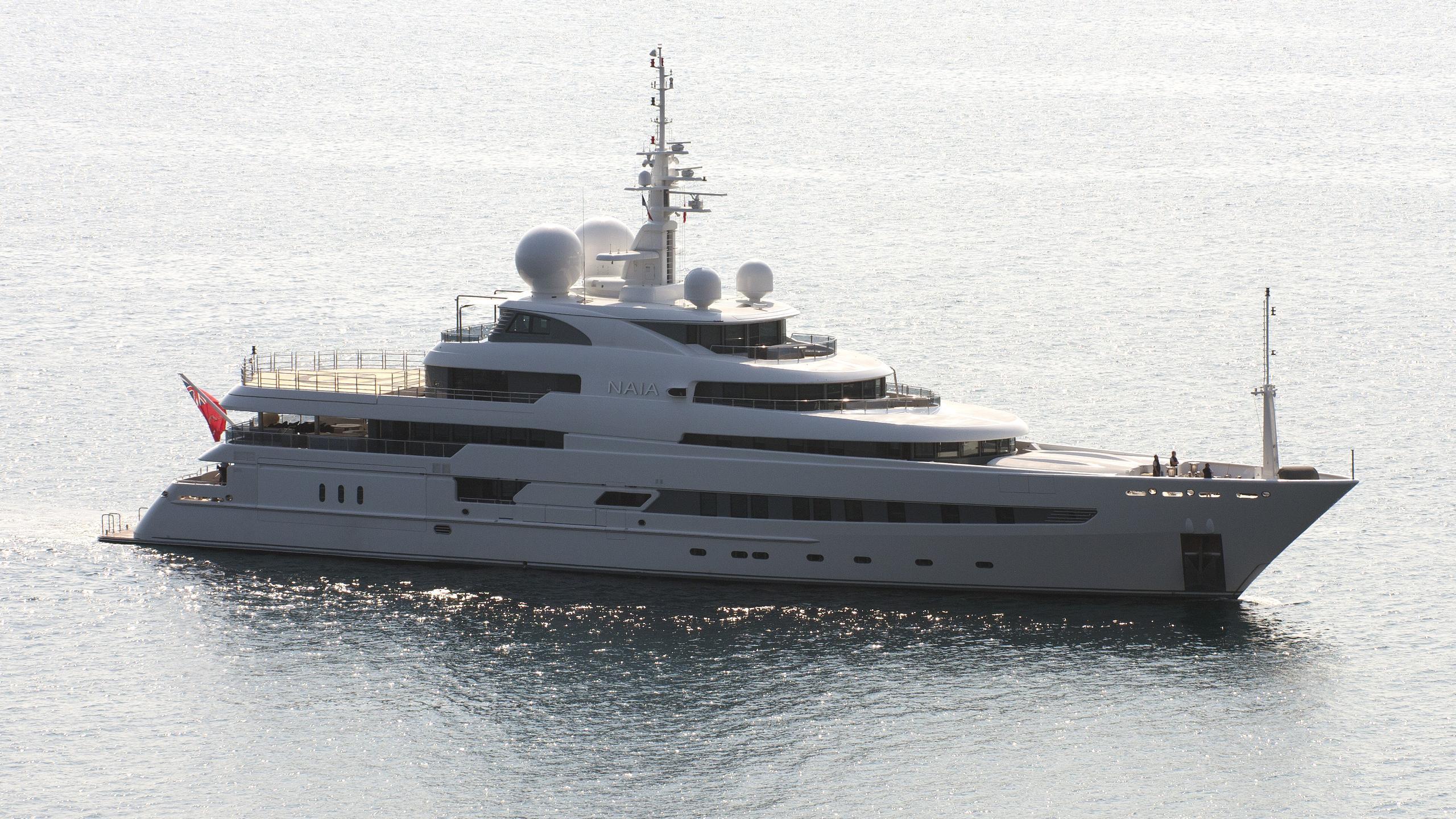 naia-yacht-exterior