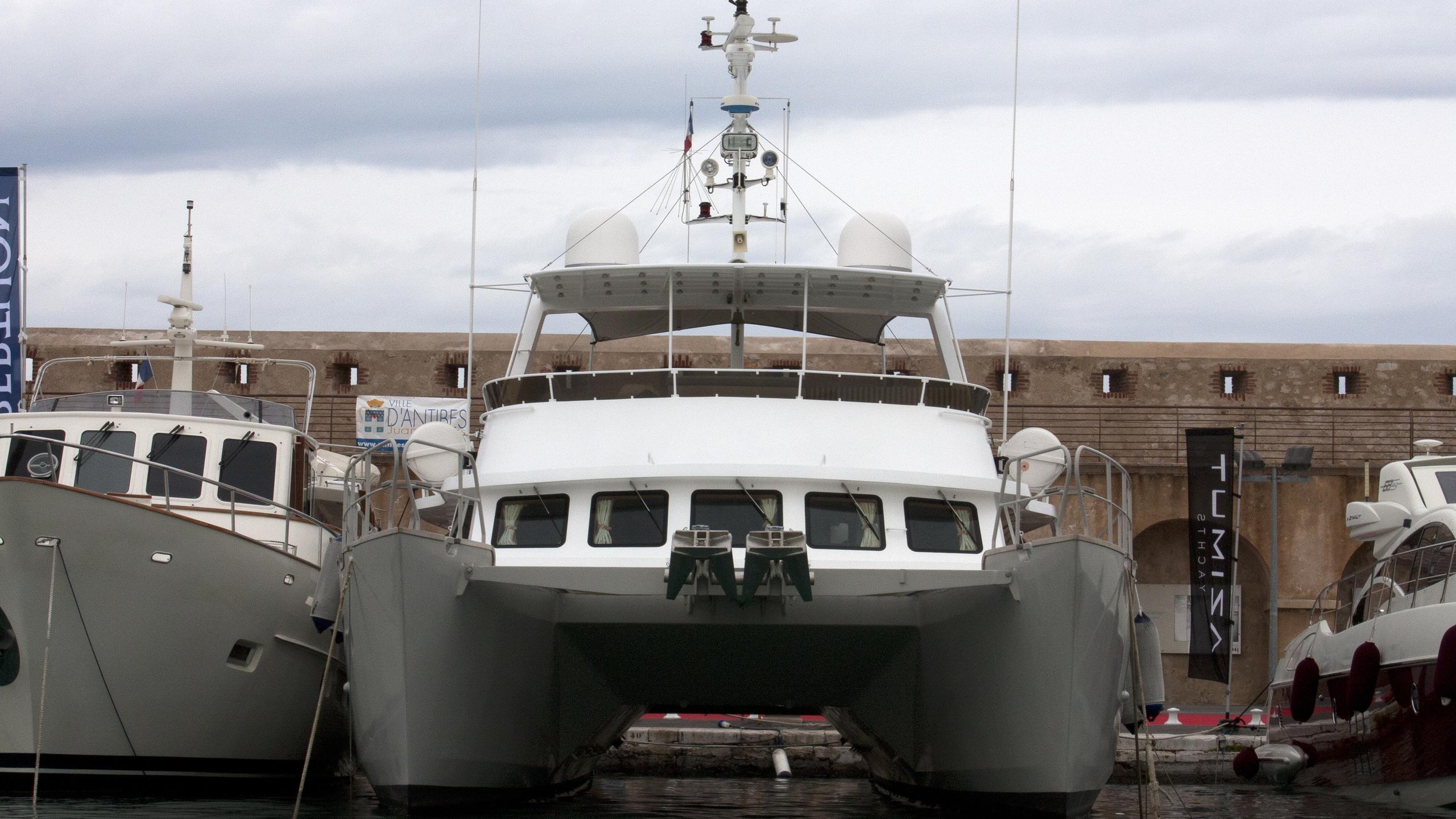 song-saigon-yacht-exterior