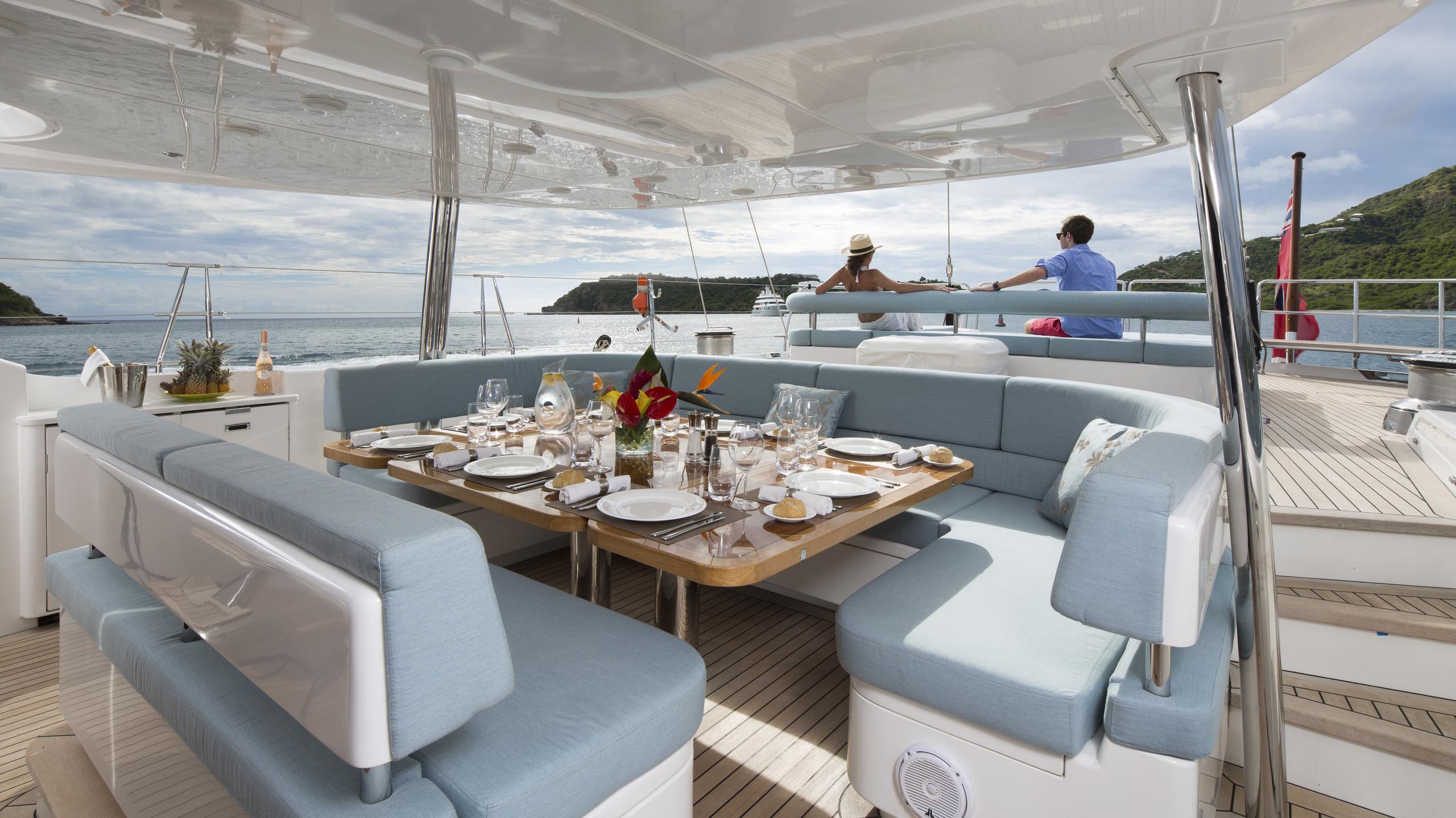 twilight-yacht-aft-dining