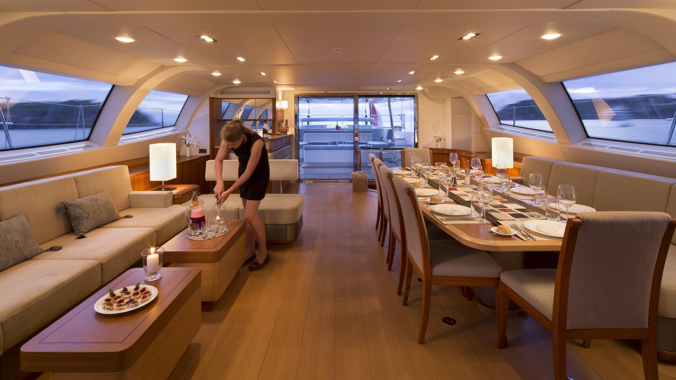 twilight-yacht-saloon