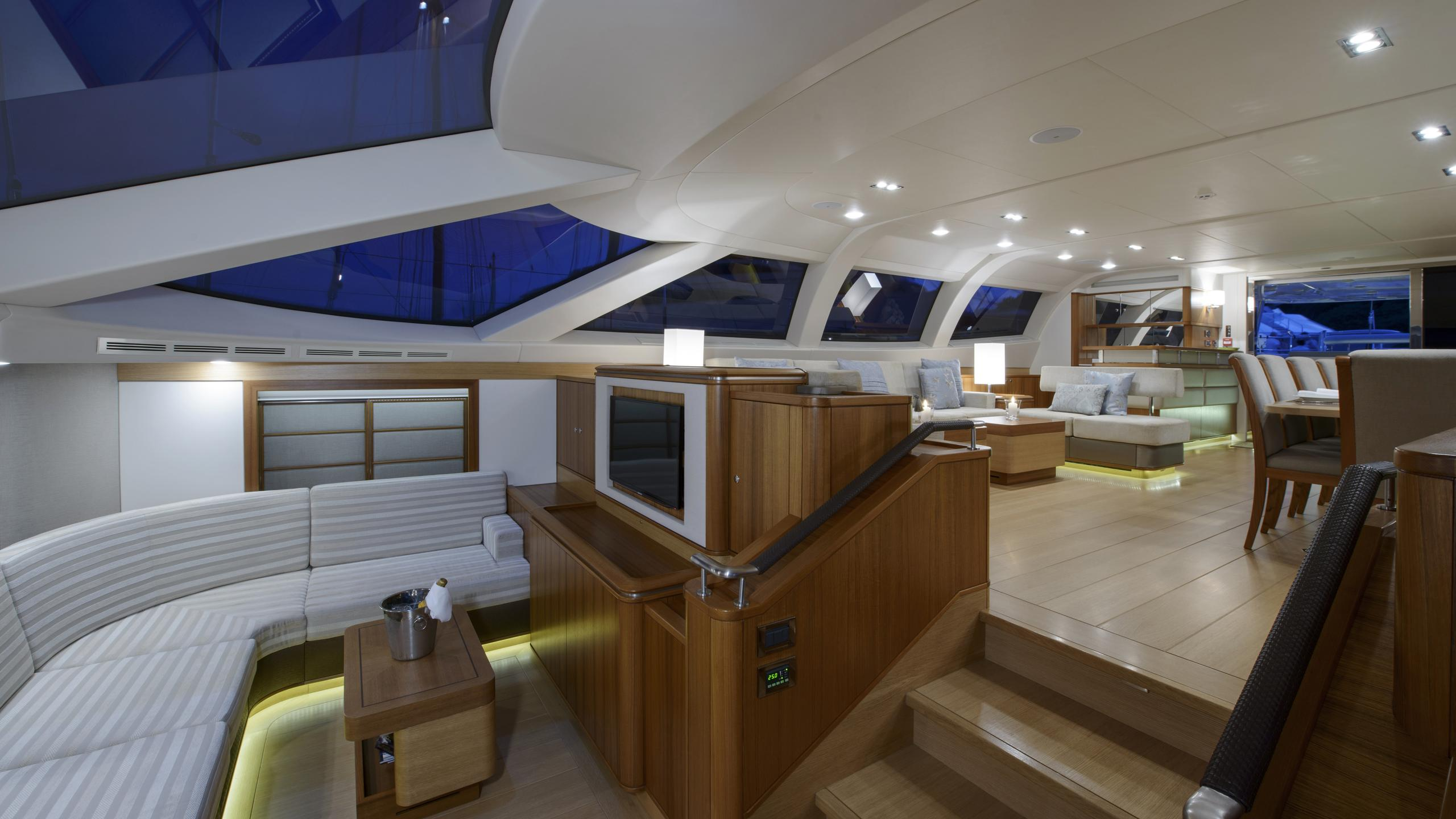 twilight-yacht-lounge
