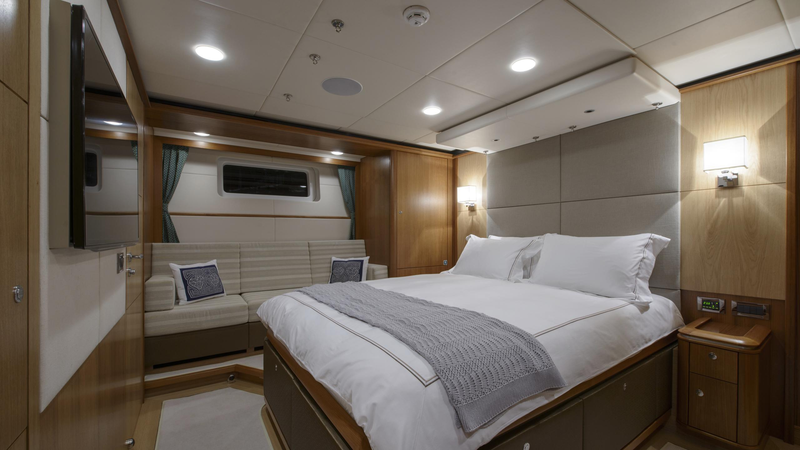 twilight-yacht-double-cabin