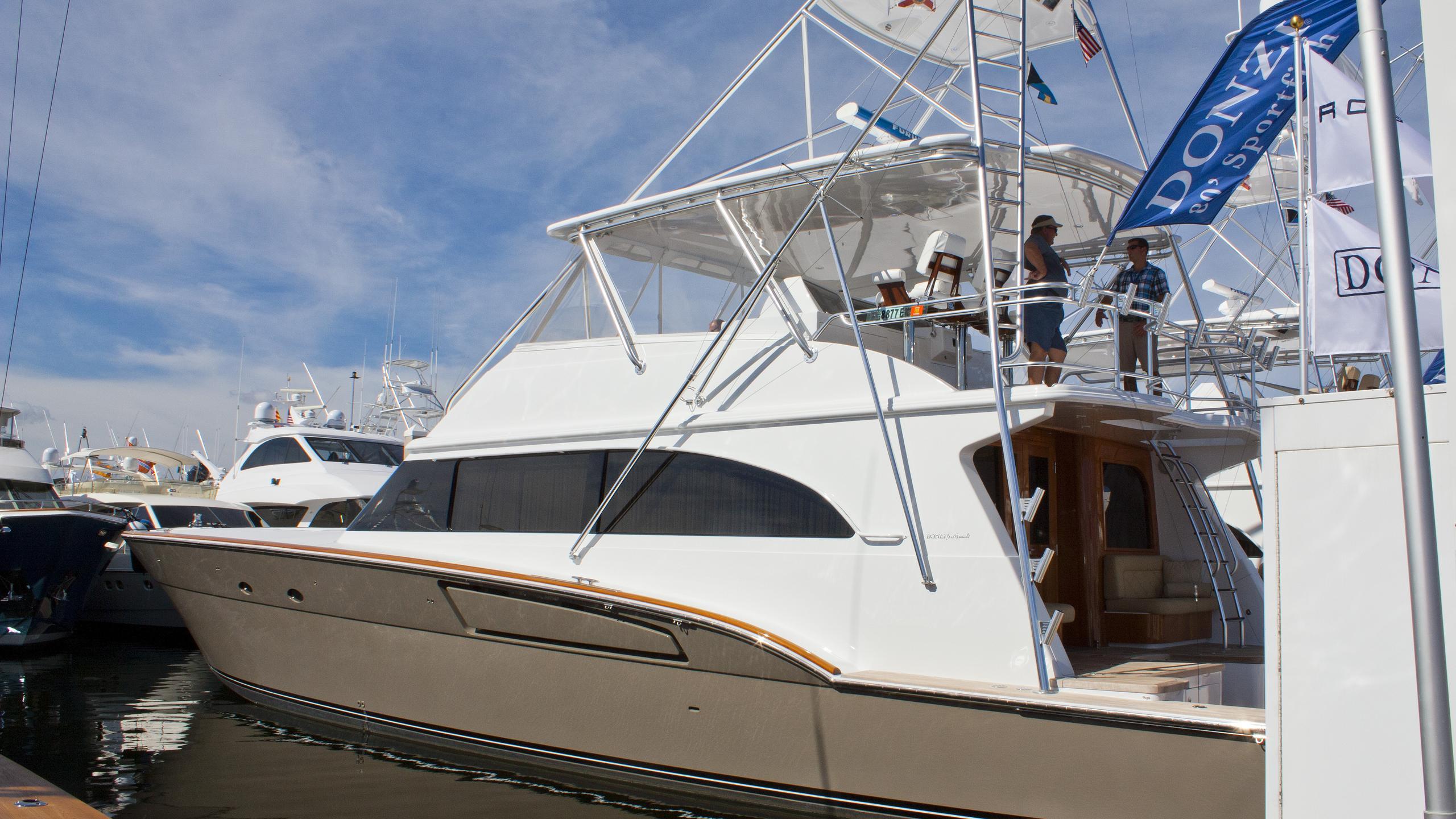 donzi-r80-yacht-exterior