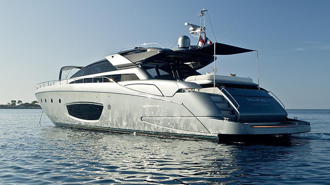 rhino-a-yacht-stern