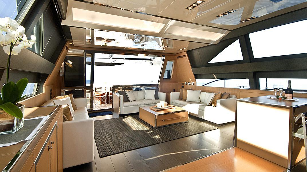 rhino-a-yacht-saloon