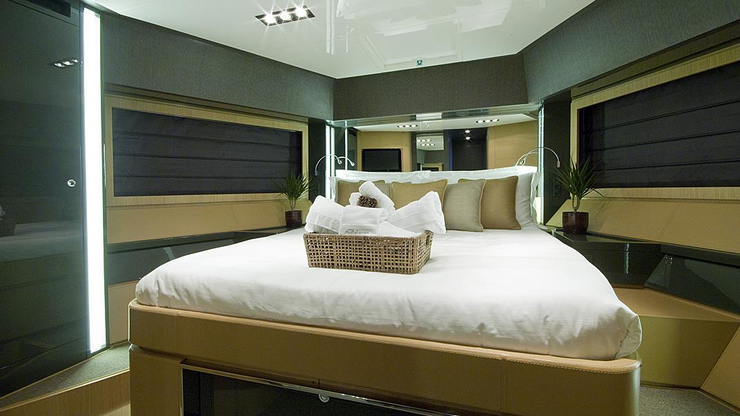 rhino-a-yacht-vip-cabin