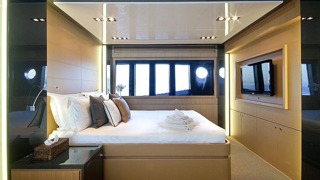 rhino-a-yacht-master-cabin