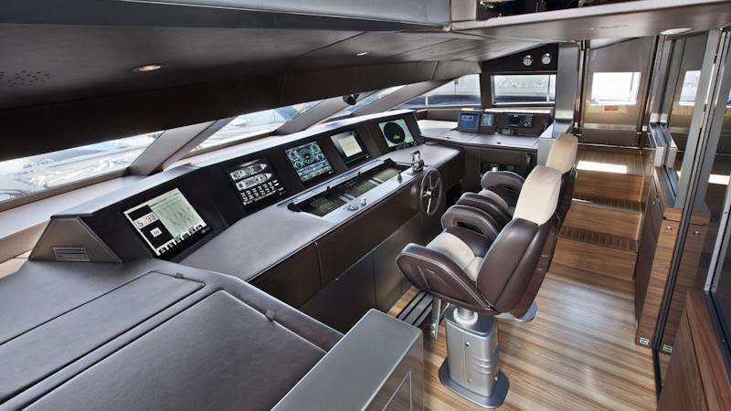 tesoro scorpion motoryacht sanlorenzo alloy 40m 2011 helm