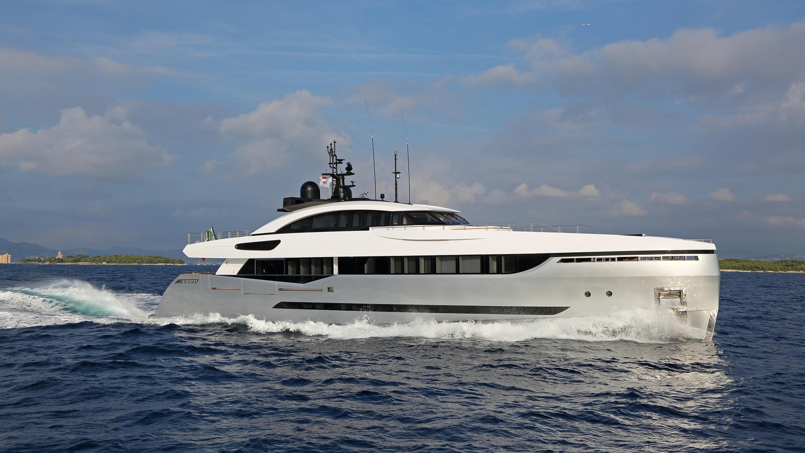 columbus-40S-hybrid-yacht-for-sale-profile