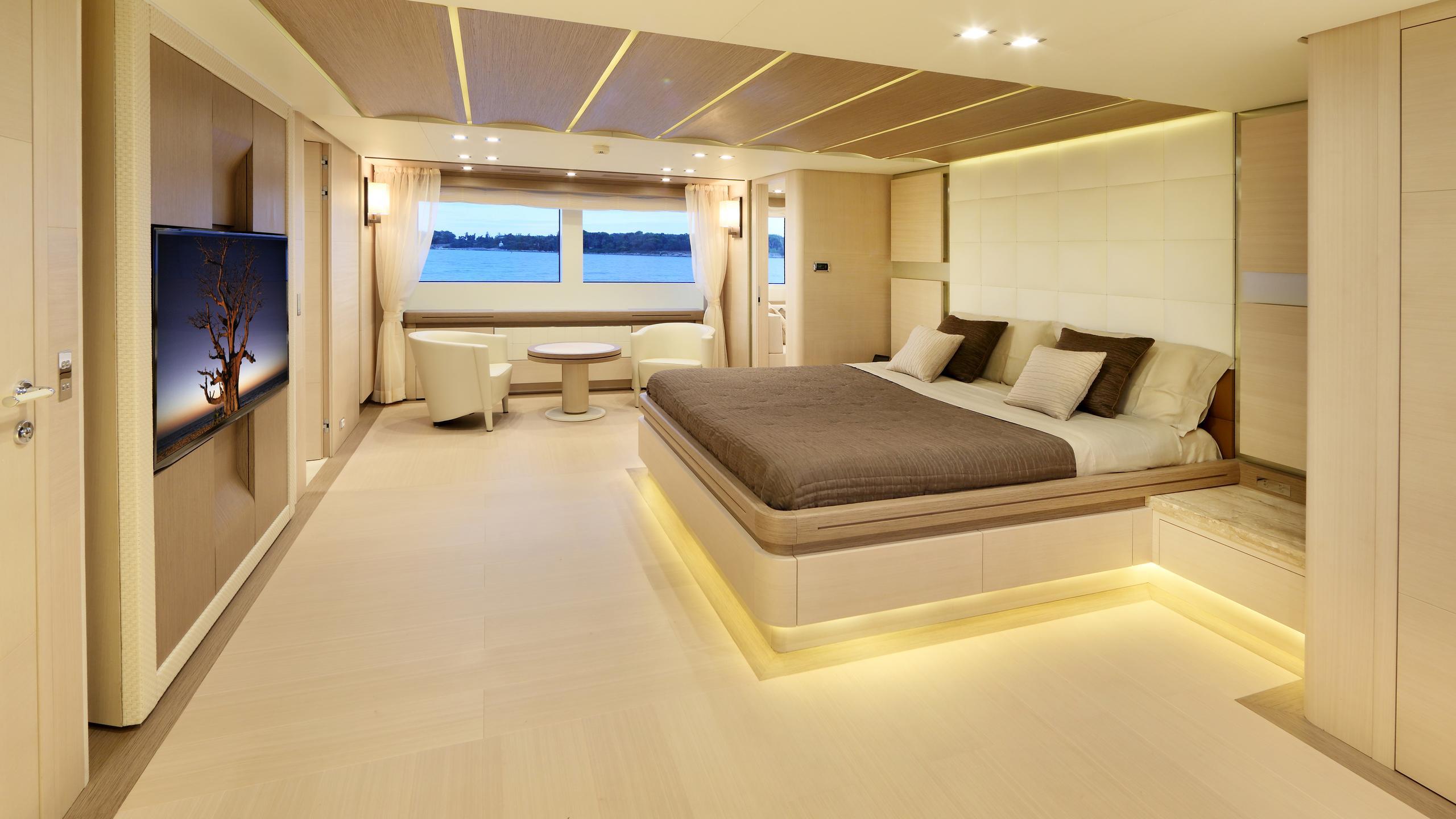 columbus-40S-hybrid-yacht-master-cabin