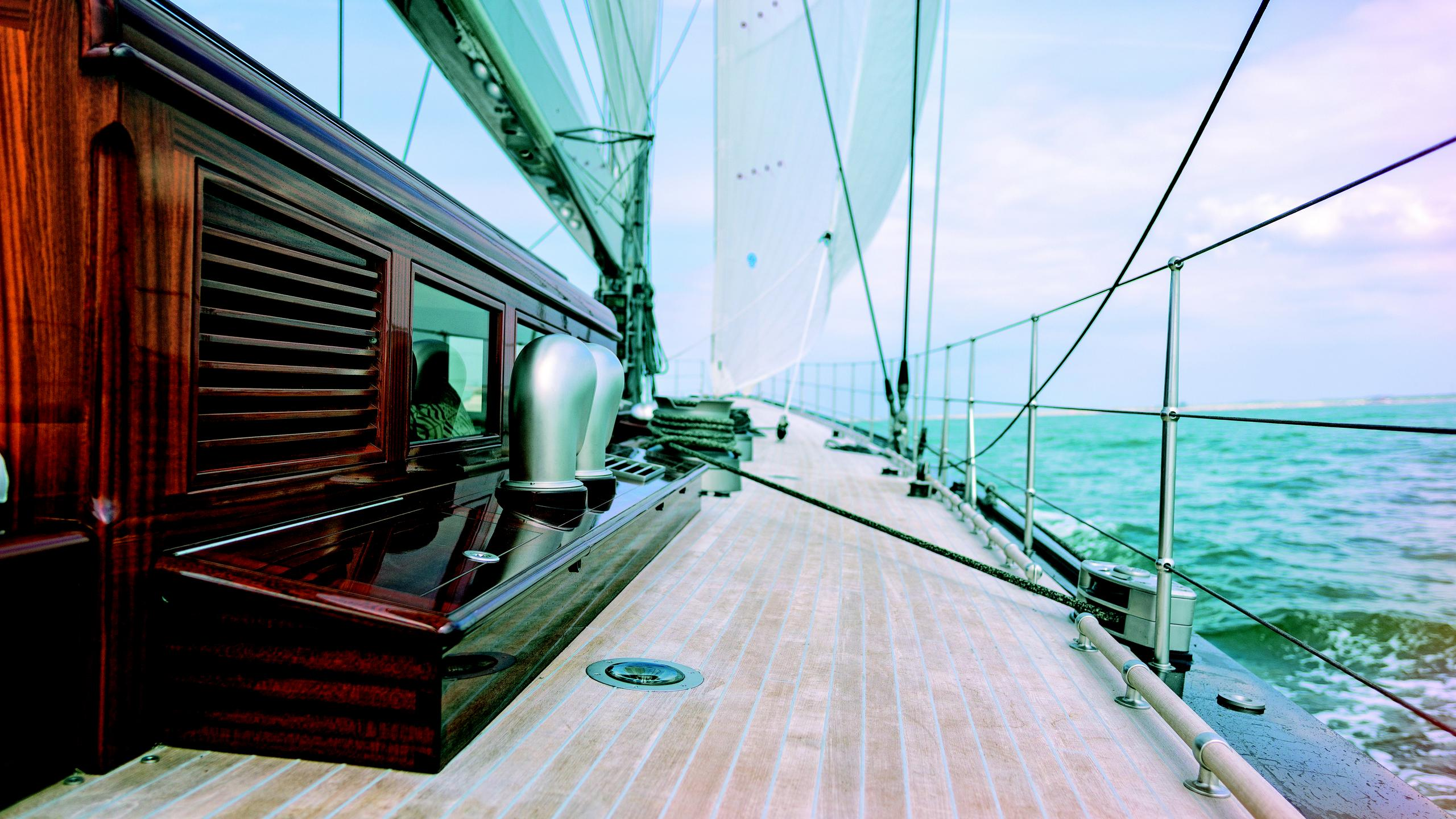 Rainbow-yacht-side-deck