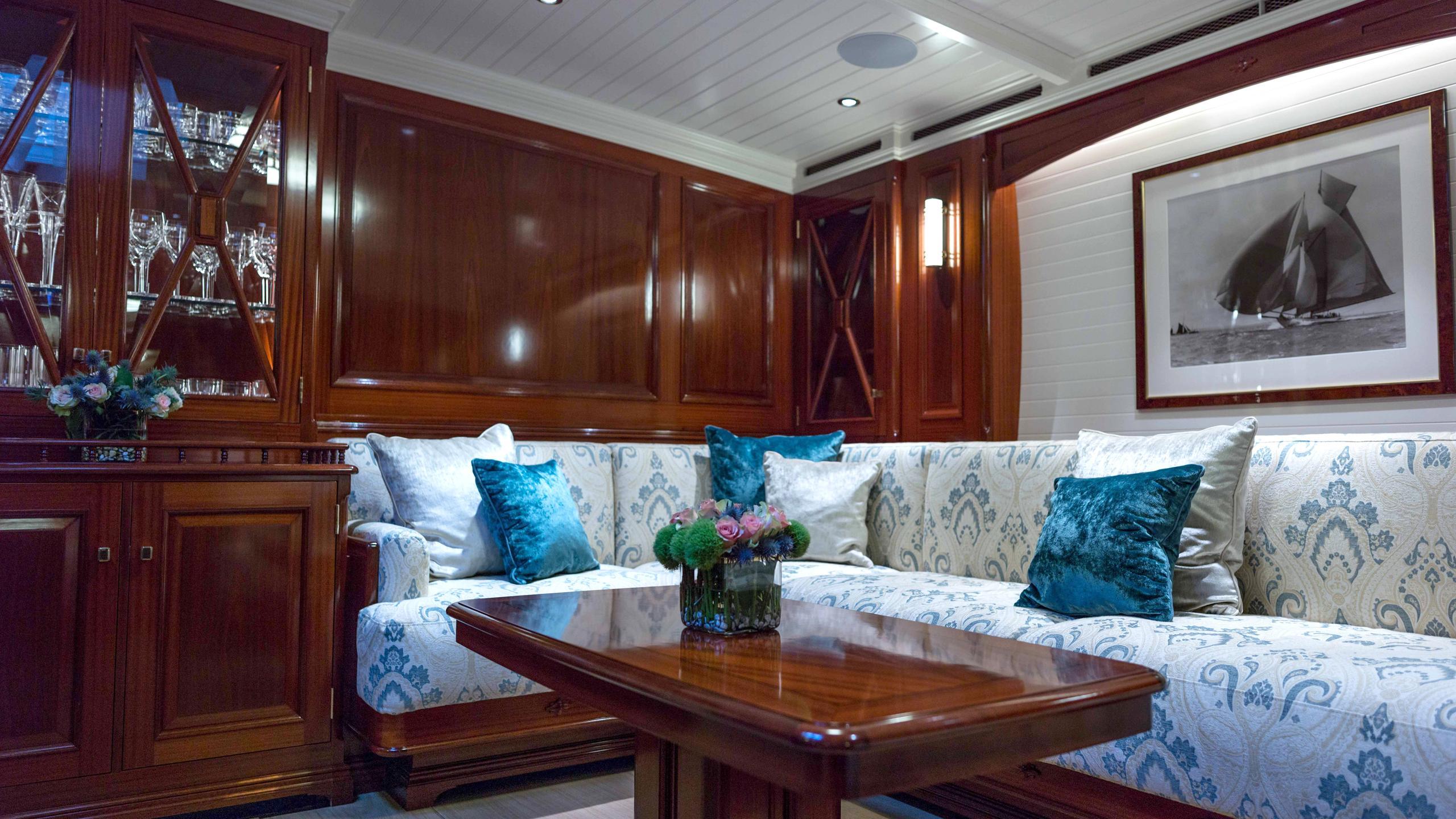 Rainbow-yacht-saloon