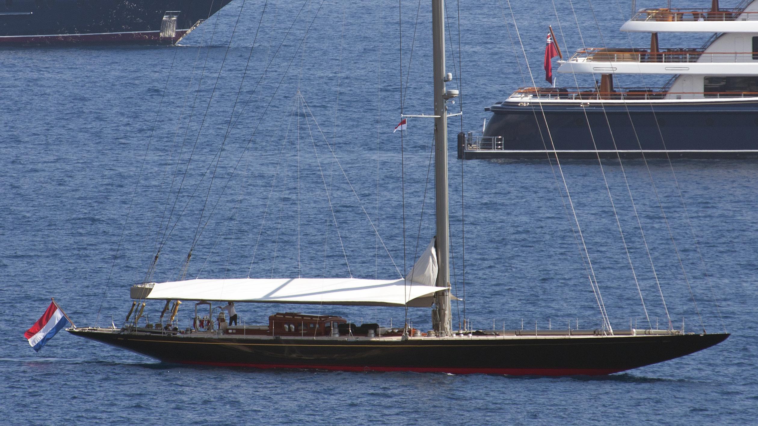 rainbow-yacht-exterior