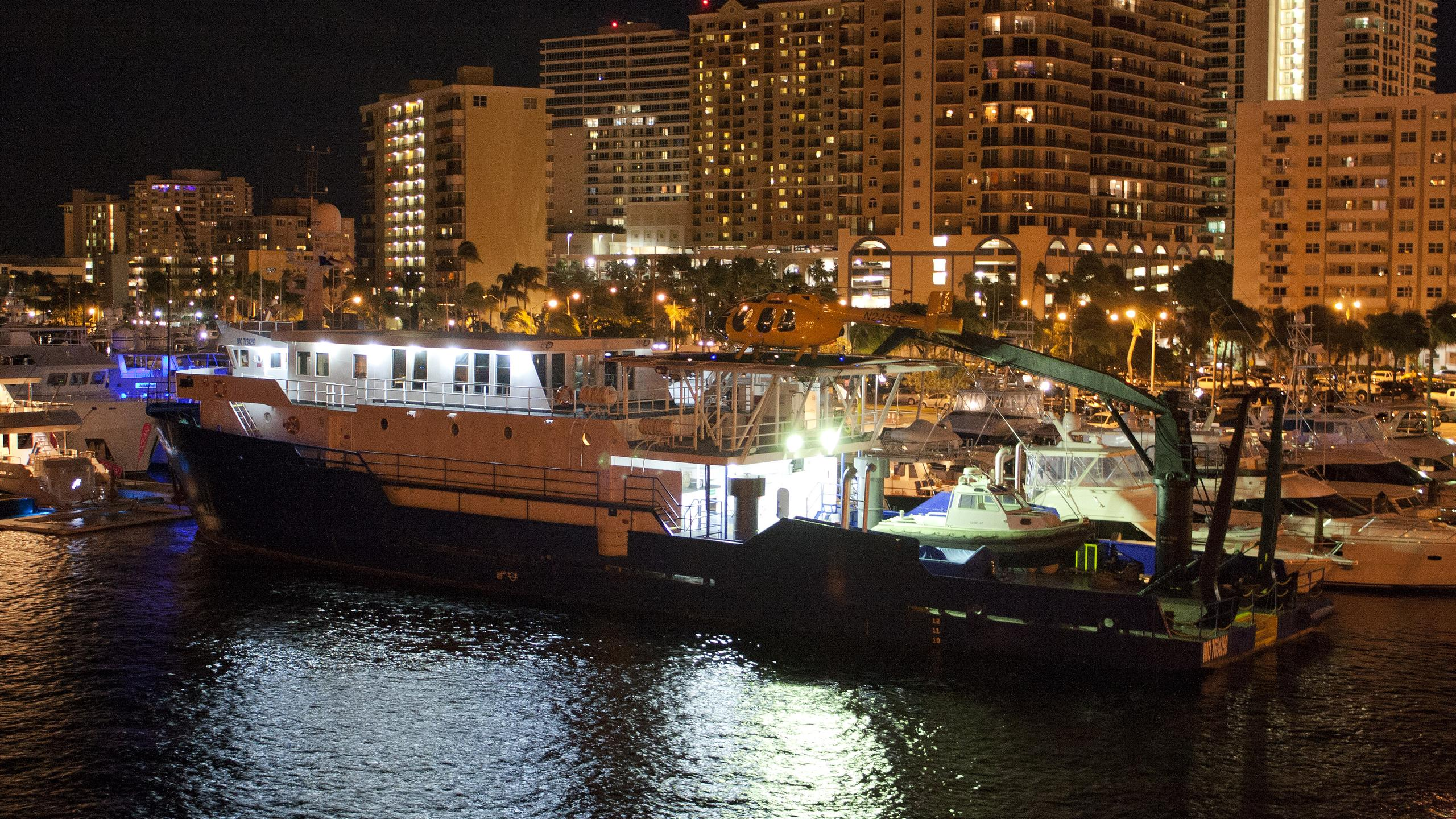 proteus-yacht-exterior