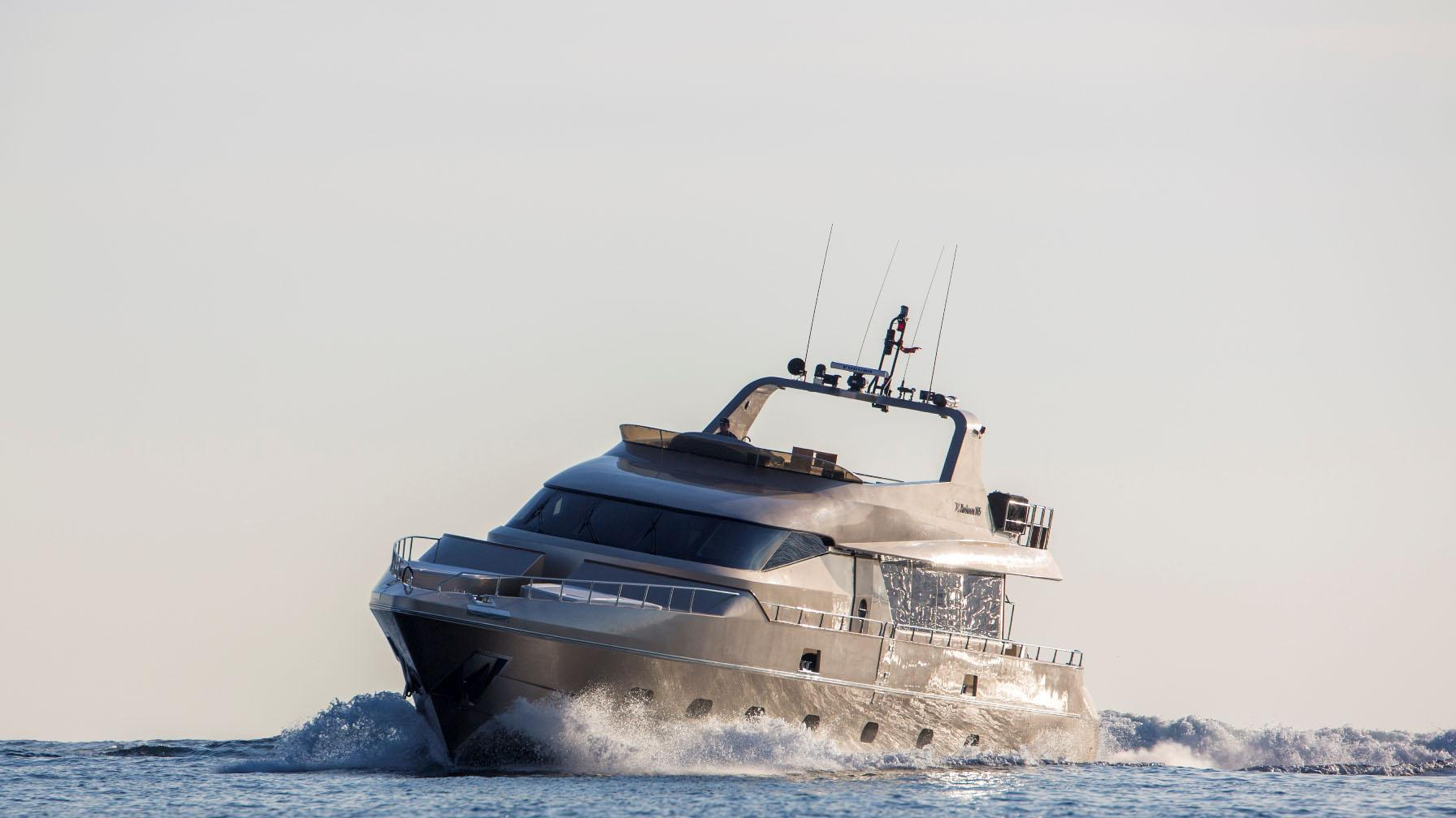 interceptor-xii-yacht-cruising
