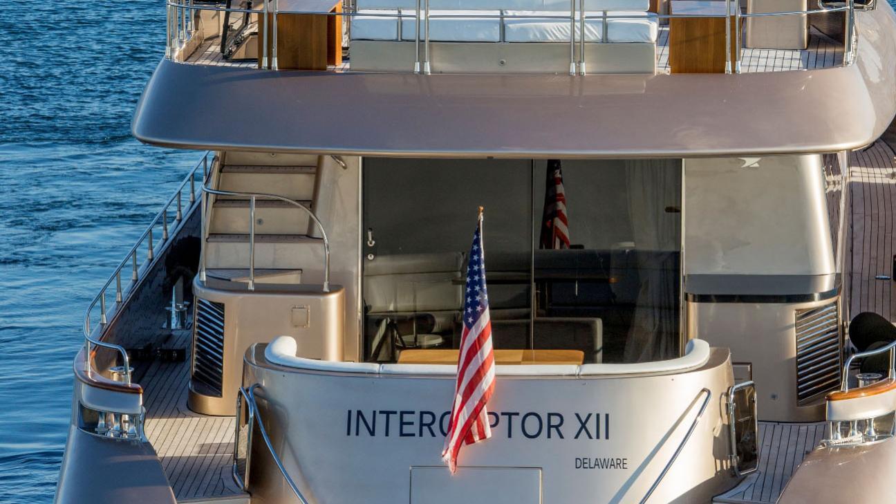 interceptor-xii-yacht-stern-aerial