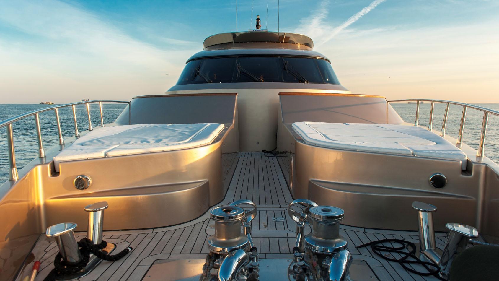interceptor-xii-yacht-sun-loungers