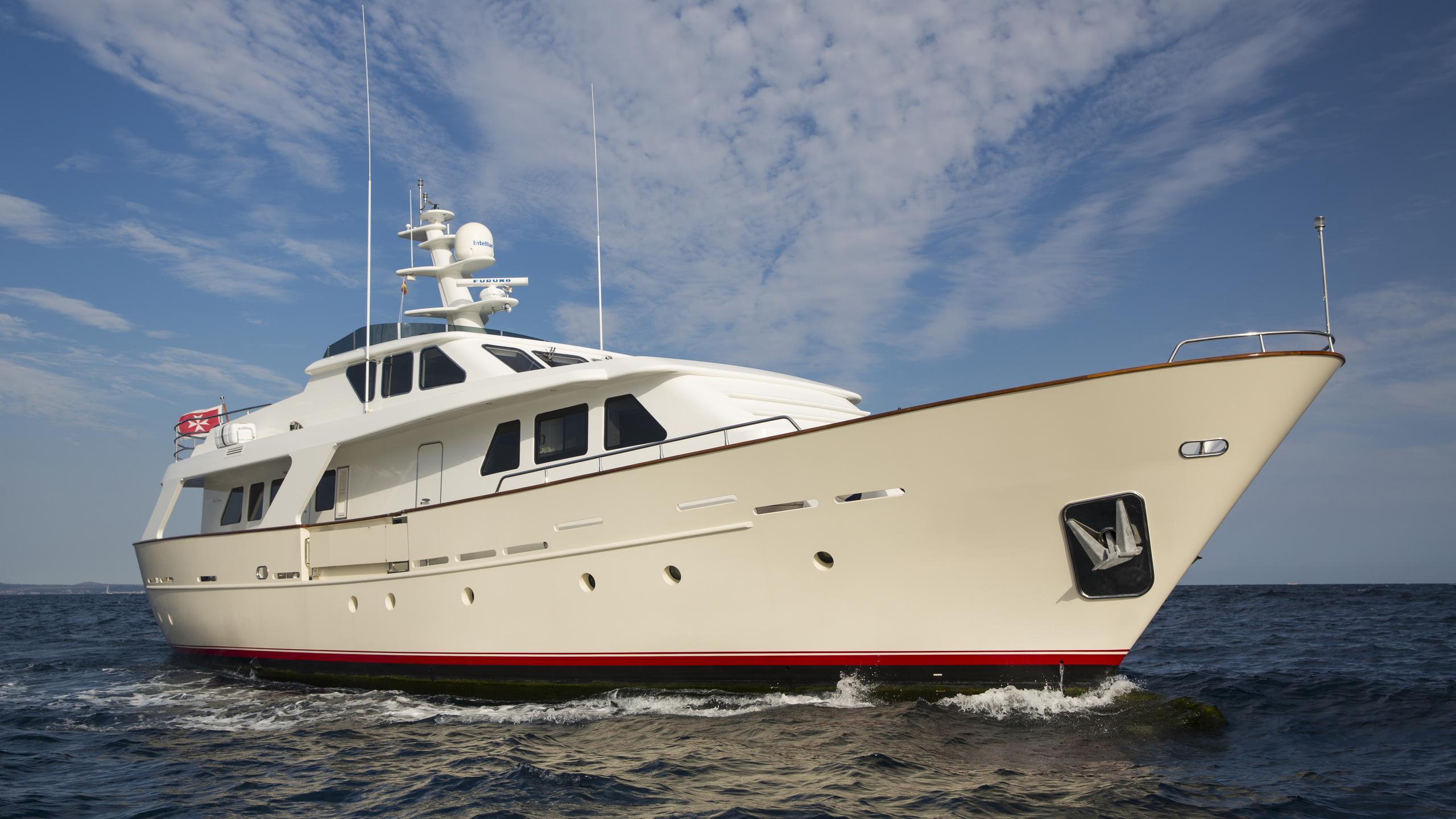 alexander-k-yacht-bow