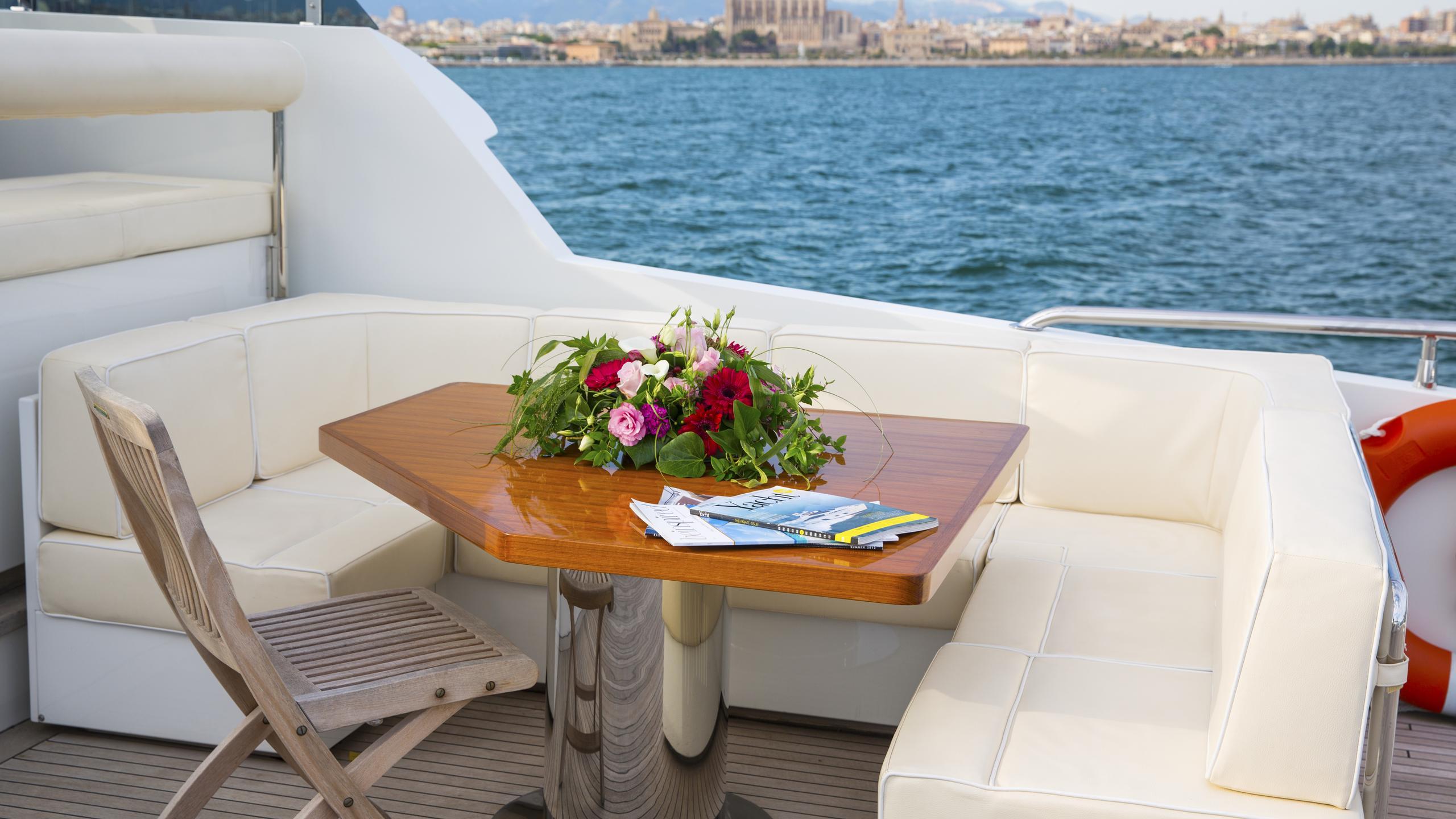 alexander-k-yacht-fly-deck-dining