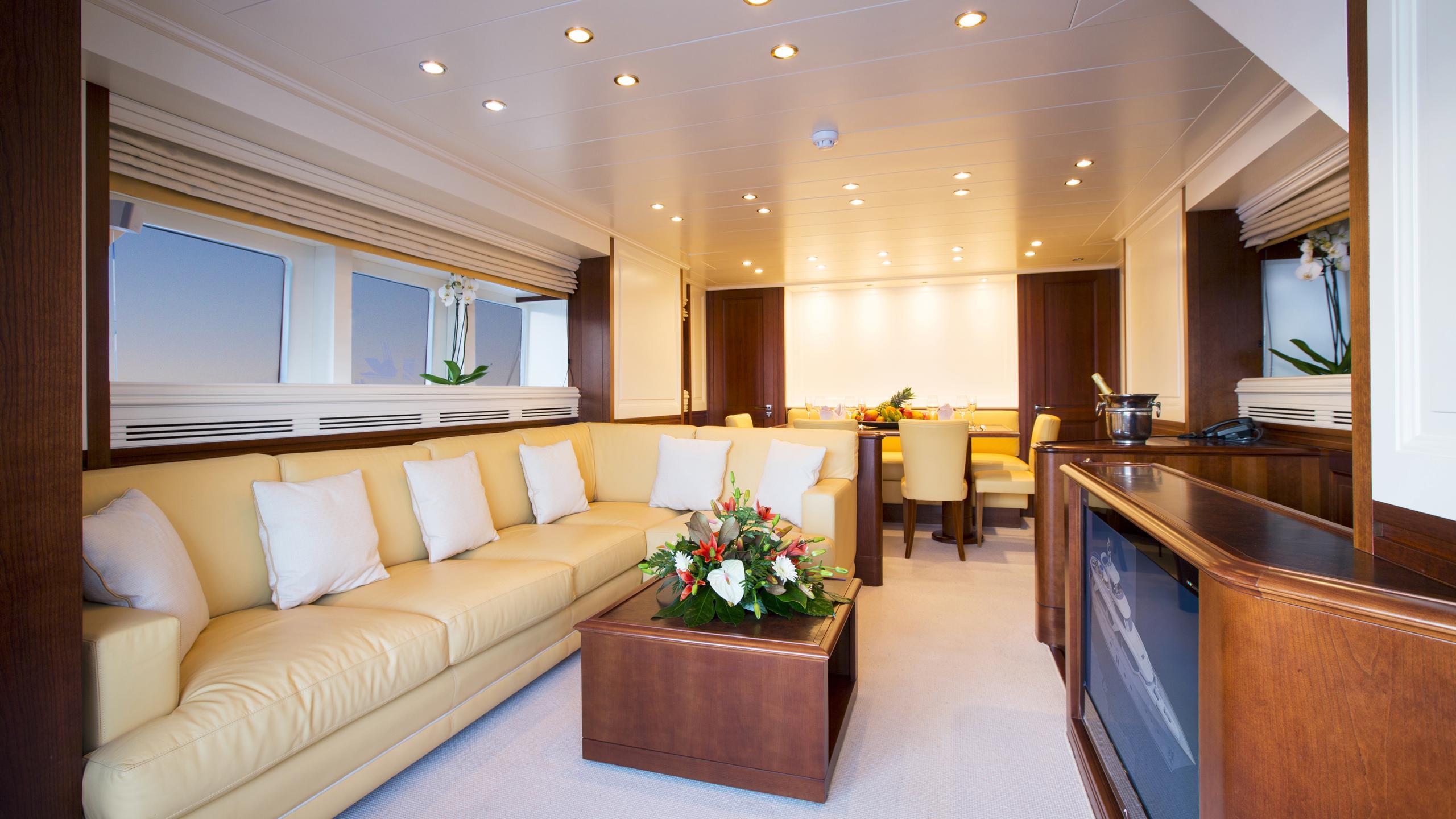 alexander-k-yacht-saloon