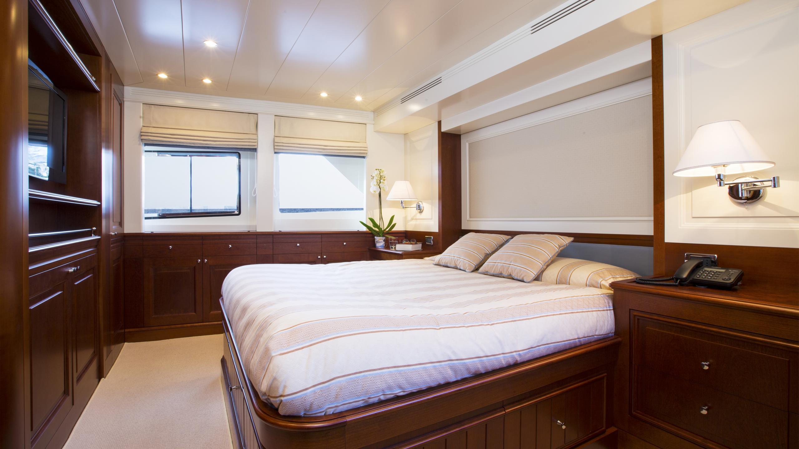 alexander-k-yacht-master-cabin