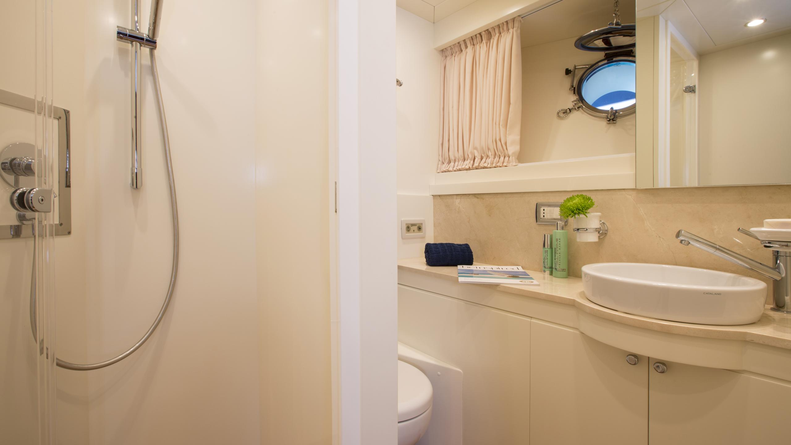 alexander-k-yacht-bathroom
