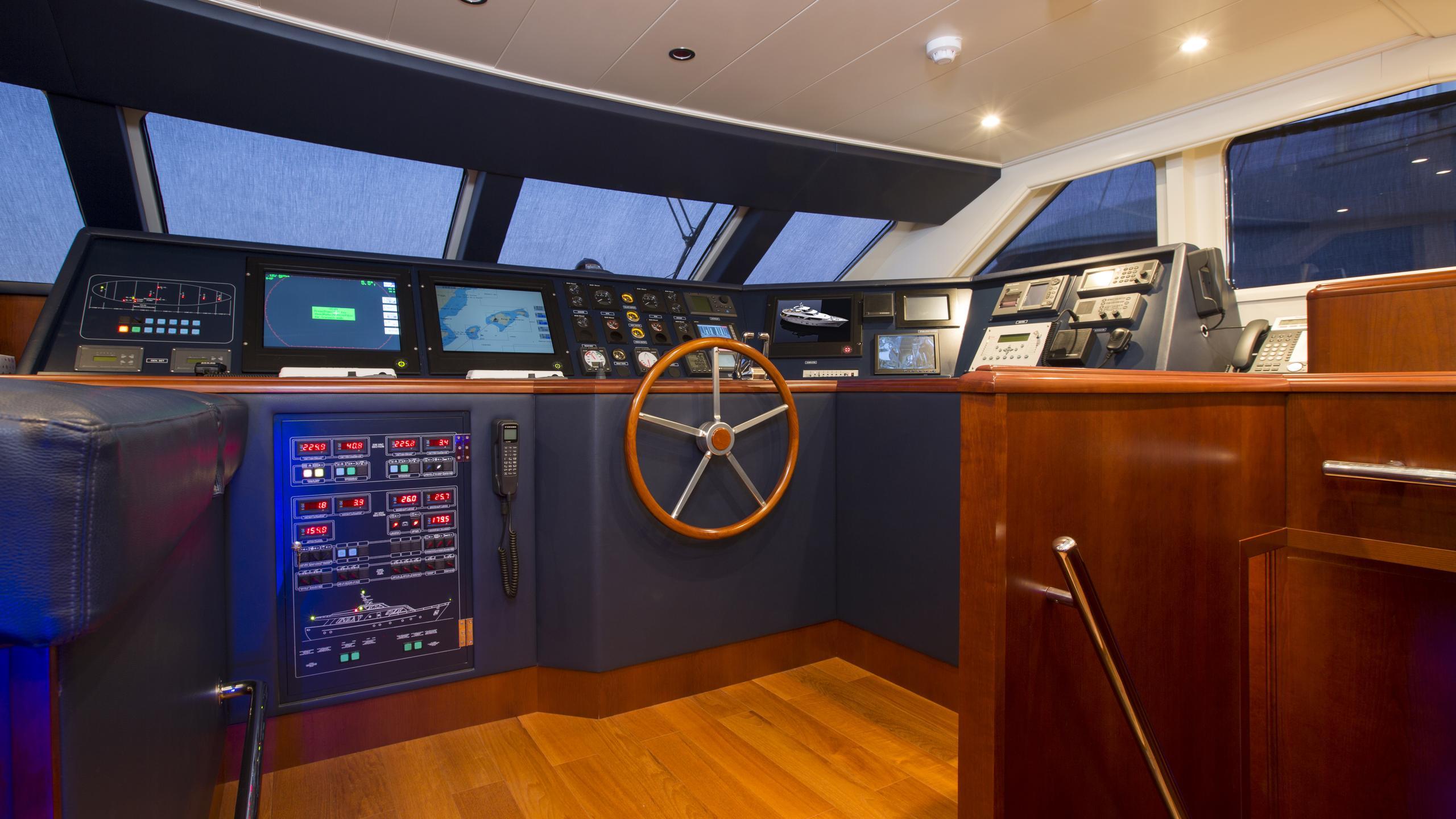 alexander-k-yacht-helm