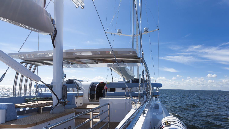 conrad-115-yacht-sun-deck