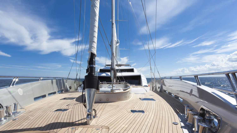 conrad-115-yacht-deck