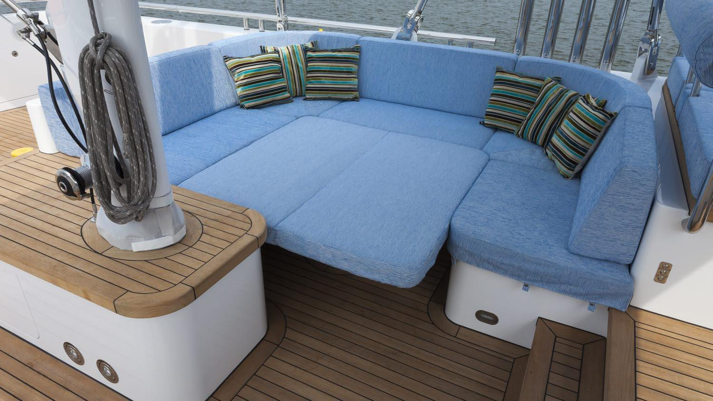 conrad-115-yacht-exterior-dining