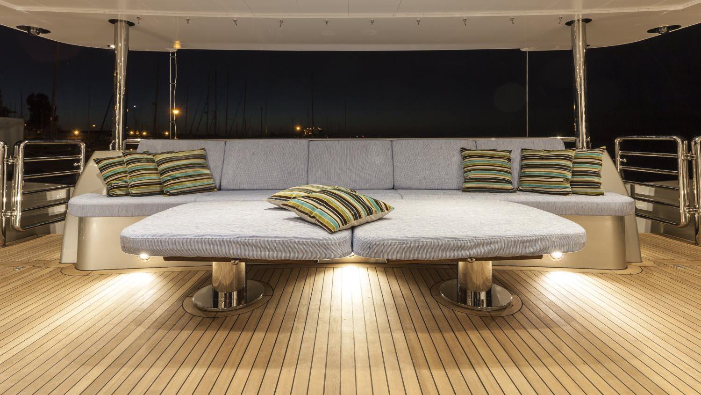 conrad-115-yacht-sun-lounge