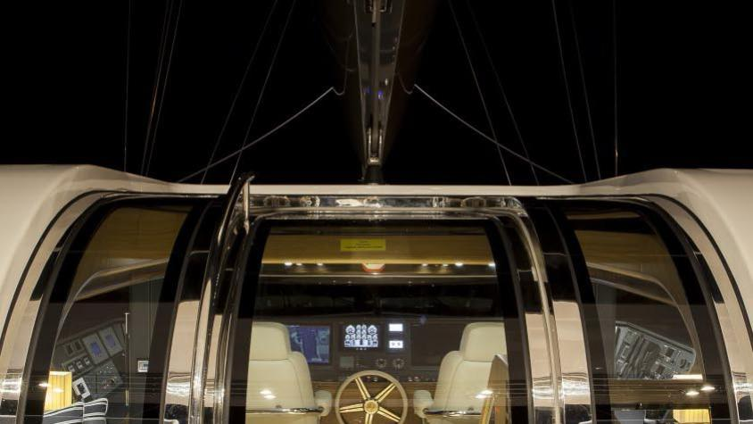 conrad-115-yacht-helm-entrance
