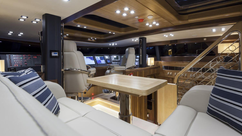 conrad-115-yacht-helm-dining