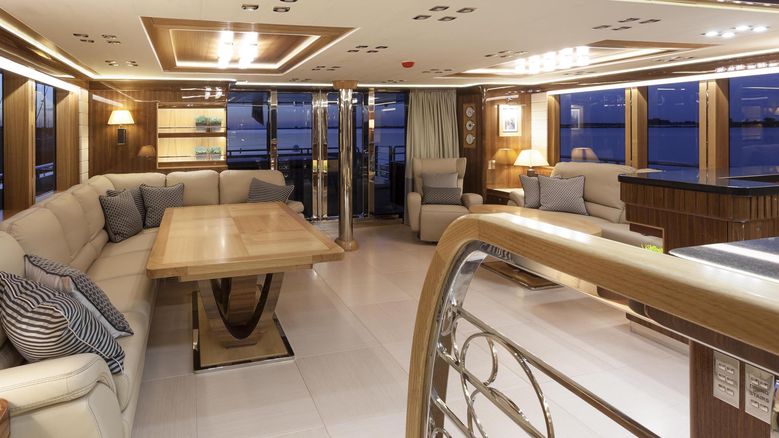 conrad-115-yacht-saloon