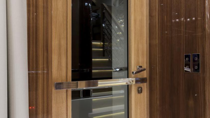 conrad-115-yacht-doorway