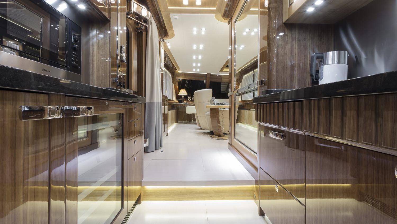 conrad-115-yacht-bar