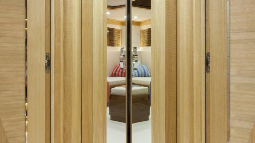conrad-115-yacht-hallway
