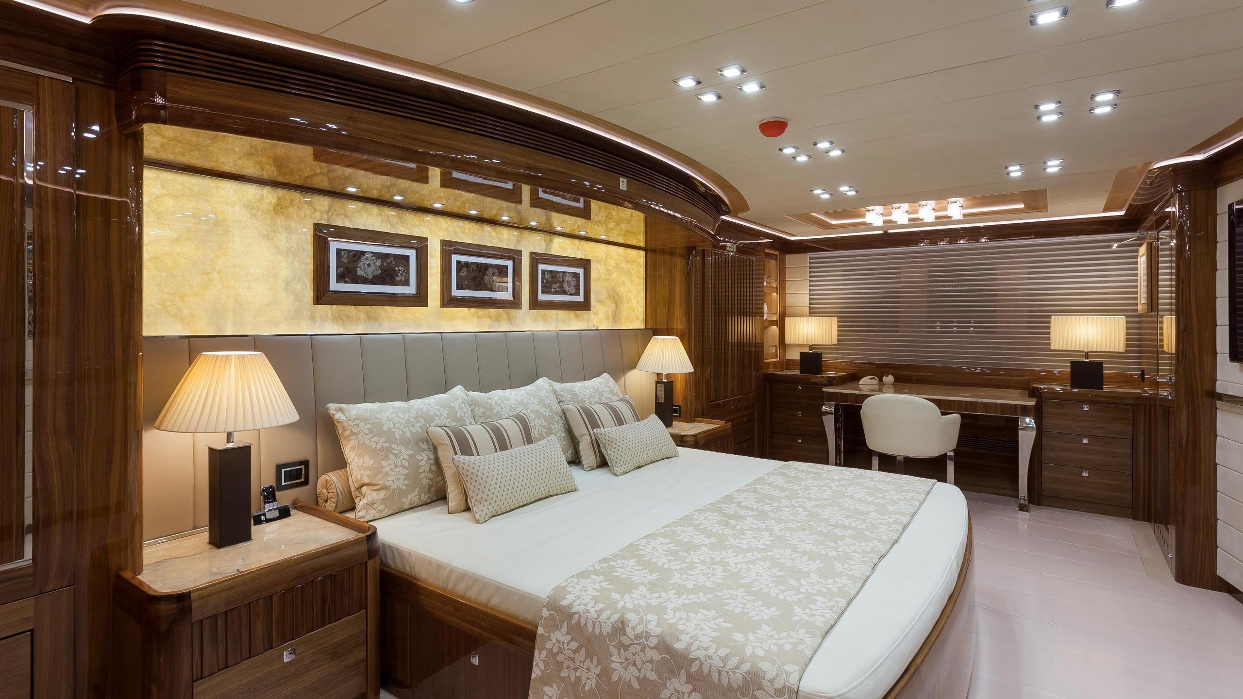 conrad-115-yacht-master-cabin