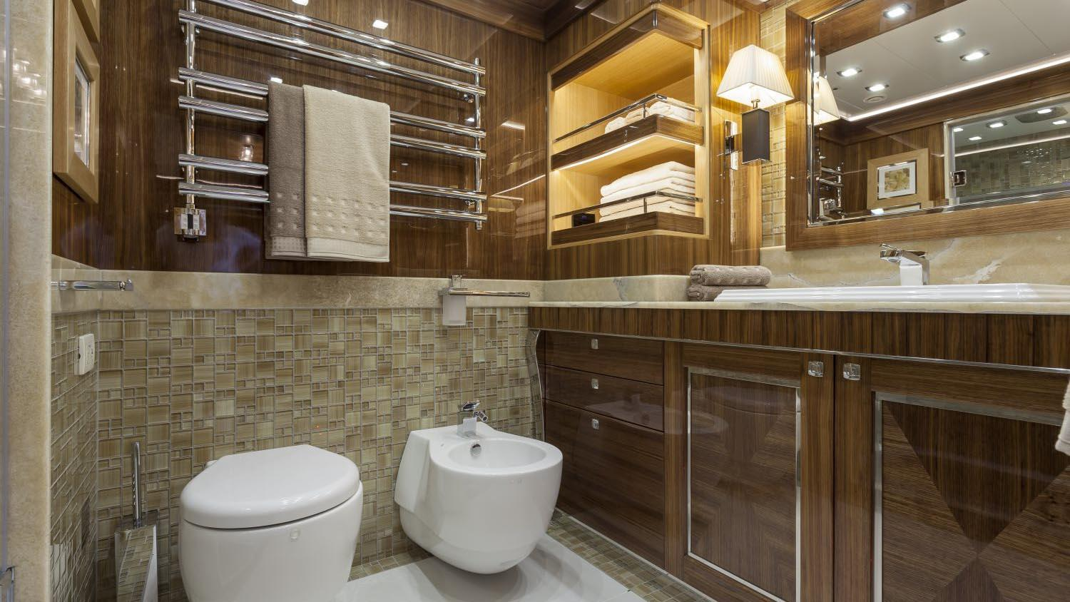 conrad-115-yacht-bathroom